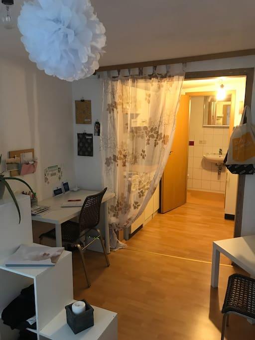 Blick zur Küche und Bad