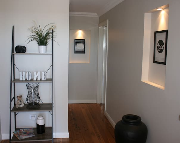 Lovely cosy apartment with free unlimited NBN - Kooringal