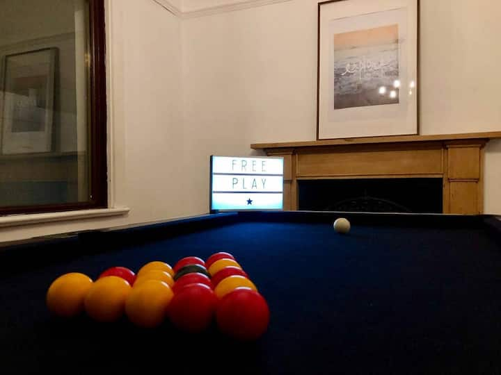 Large central house, 8 people, pool table+parking