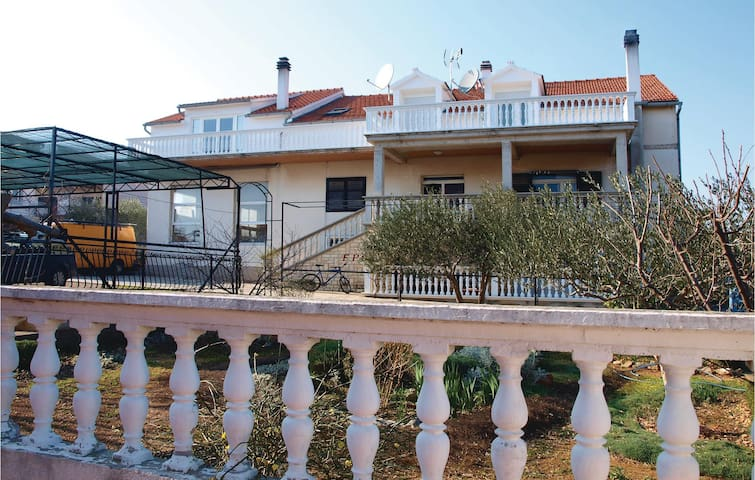 Holiday apartment with 2 bedrooms on 60m² in Vodice