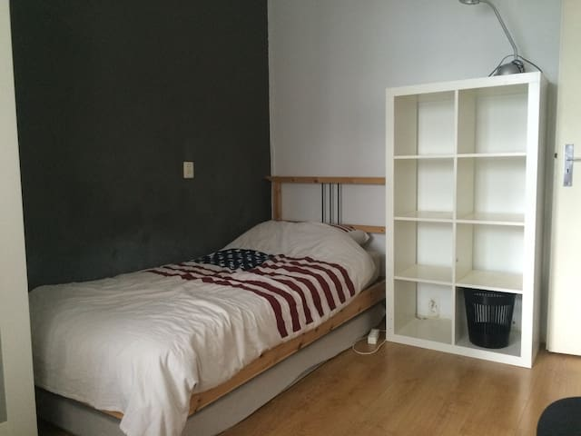 Private & clean bedroom in the middle of the city - 로테르담 - 아파트