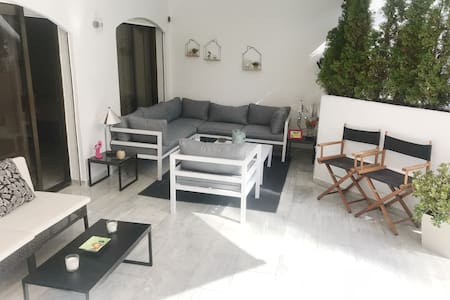 Fully renovated and 1 min walk to best beach