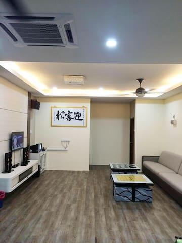 家庭娱乐豪华民宿 :舒适干净,卫星电视 ,卡拉OK点唱机 ,无线上网 - Bukit Pasir - Huis
