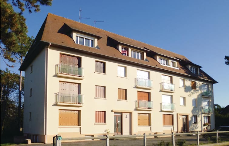 Holiday apartment with 2 bedrooms on 65m² in Le Home Varaville