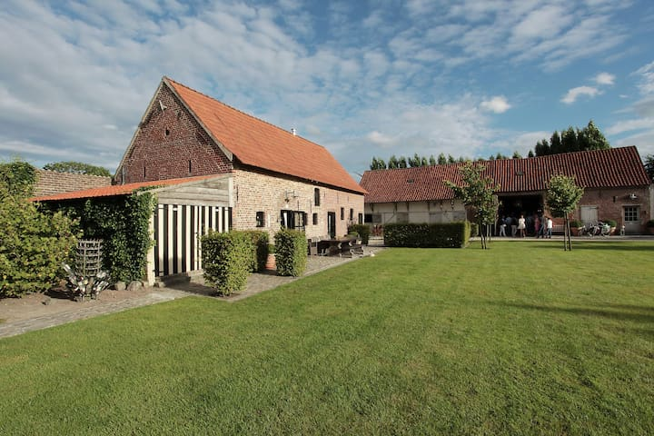 Vintage Farmhouse in Pittem with Forest Near