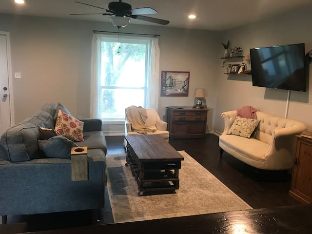 5 Bedroom Home Close to Campus