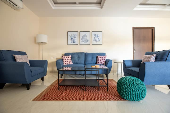 BLUE HAUS - Newly Furnished 3-Bedroom Apartment