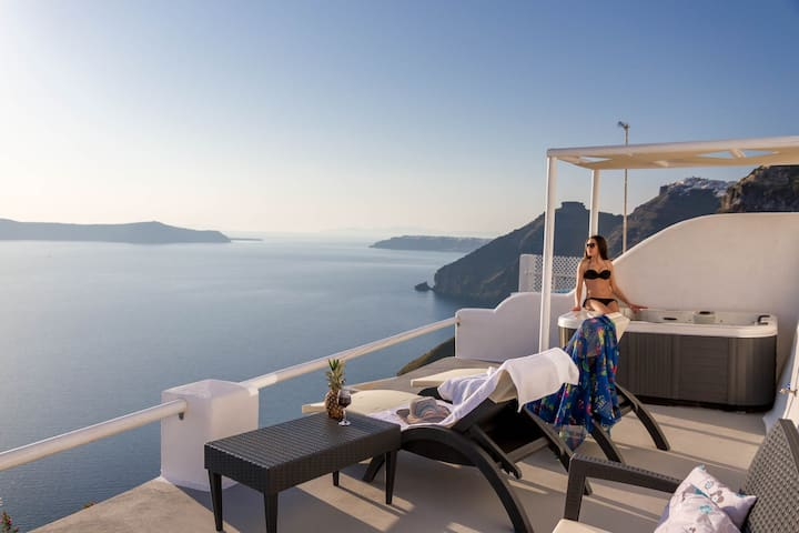 Caldera sunset view suite with private hot tub