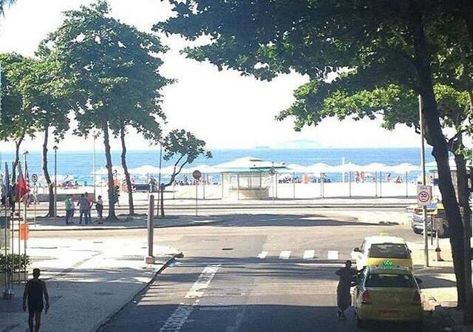 Alugo apto em frente a praia do Leme(Copacabana). - Rio de Janeiro - Flat