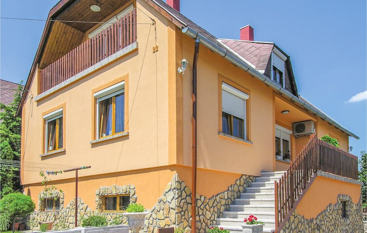 Holiday cottage with 4 bedrooms on 185m² in Tapolca