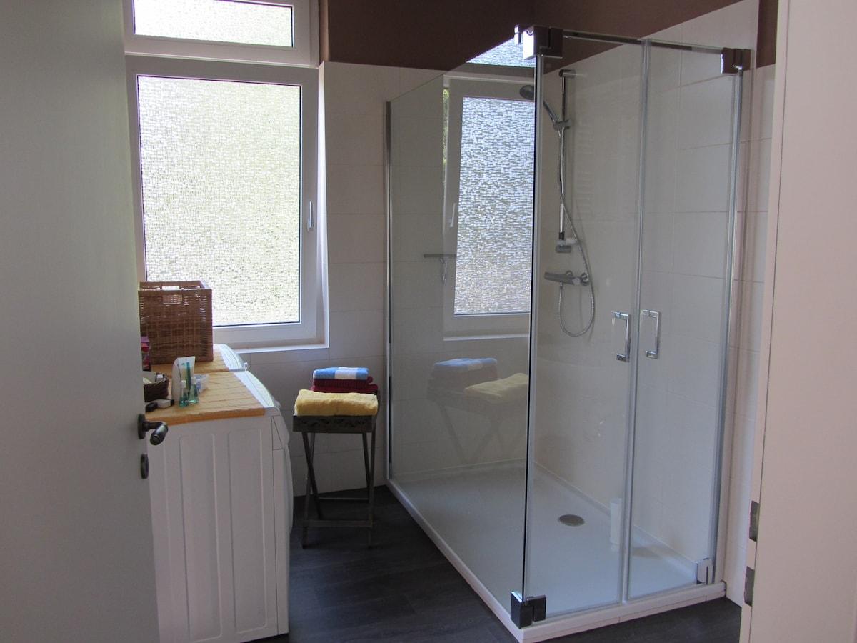 Renovierte altbauwohnung stadt leer appartementen te huur in