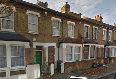 Lovely Large Double Room in Friendly House - London - House