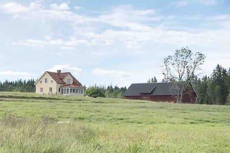 Nyrenoverat hus med vacker utsikt och lugnt läge