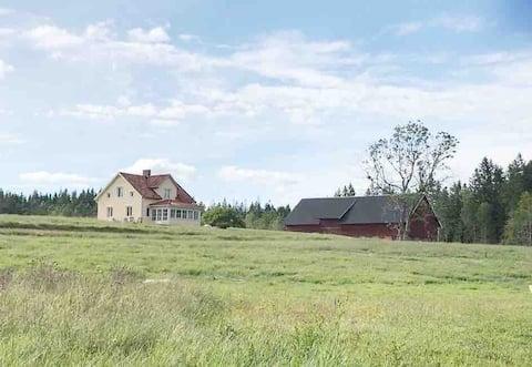 Lantligt hus med vacker utsikt och lugnt läge