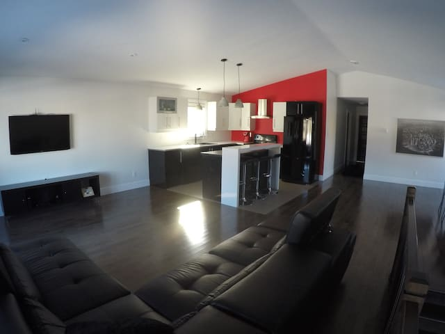 Room for rent in Modern house - Great location - Moncton - Rumah
