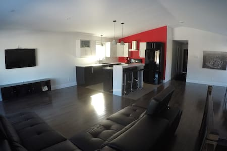 Room for rent in Modern house - Great location - Moncton - Huis