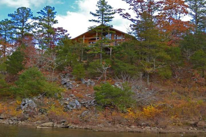 Seclusion! Whispering River Cabin near Broken Bow