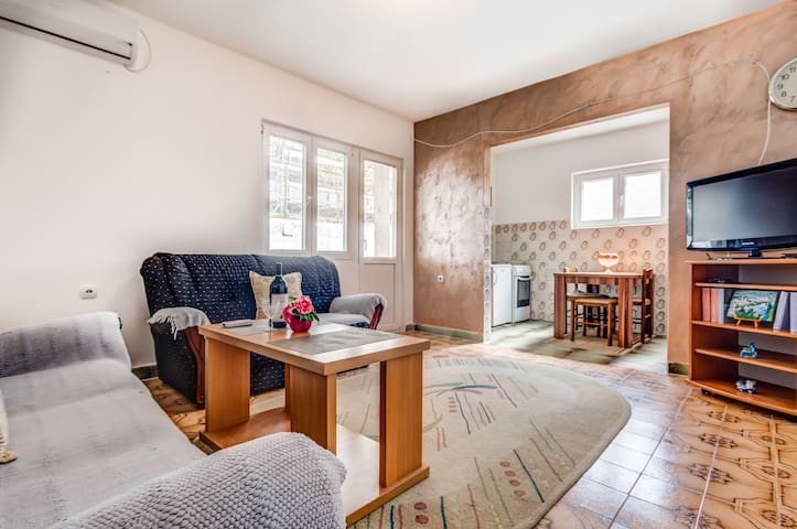 Peacefull One Bedroom Apartment with Green Garden