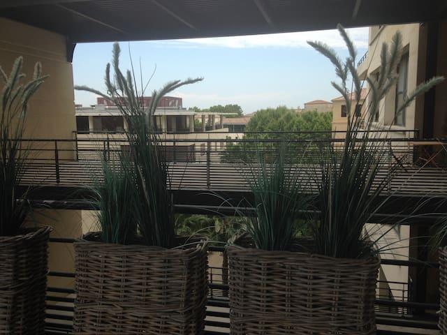 LOFT AVEC TERRASSE DE 50 M2 COEUR DE L'ECUSSON - Montpellier - Apartment