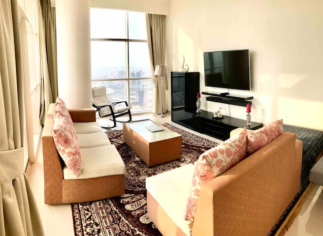 Luxurious Penthouse on 36th Flr Dubai Skyline View