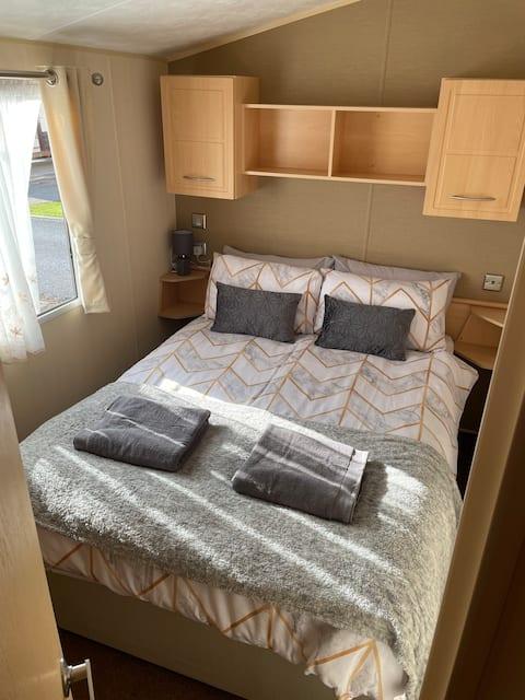 Delightful 3 bed caravan with free parking