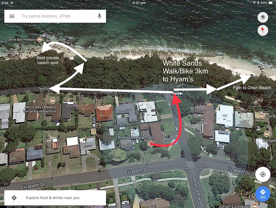So close to private beach. Free Parking. Walk/Ride to Hyam's Beach (whitest sand in the world) Walk to shops and restaurants.