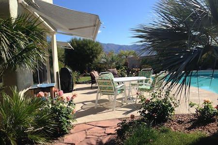 Tropical Get-a-Way in  Las Vegas - Las Vegas - Casa