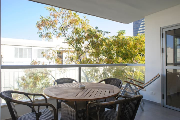 ~~Cosy ROOM in a Charming apt-TEL AVIV-Hilton