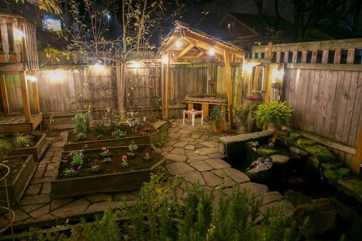 Bungalow Garden Guest Suite
