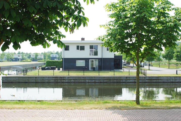 Holiday villa at the waterside - Zeewolde - Hus