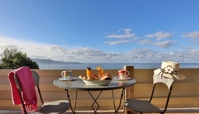 Asphodèle 4 vue panoramique sur la mer