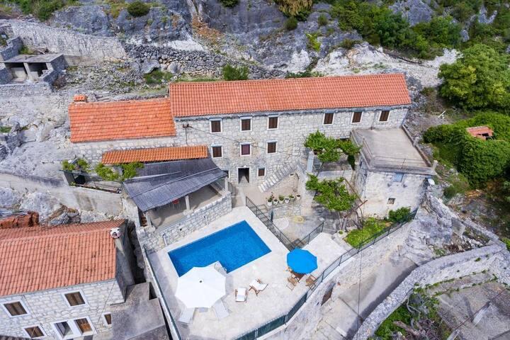 Villa Konsuo -3Bedroom Villa with Private Pool