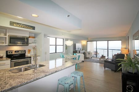 ~*STYLISH*~ LARGE OCEANFRONT 2BR BEST VIEW & POOL!