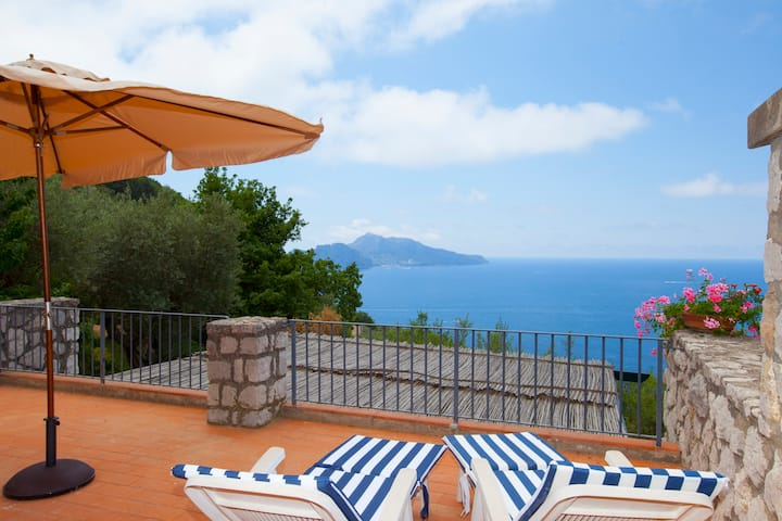 Villa Sterlizia. Capri views & beautiful garden