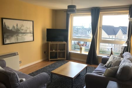 Vibrant Leith: Comfy & Modern for 4 +parking+wifi