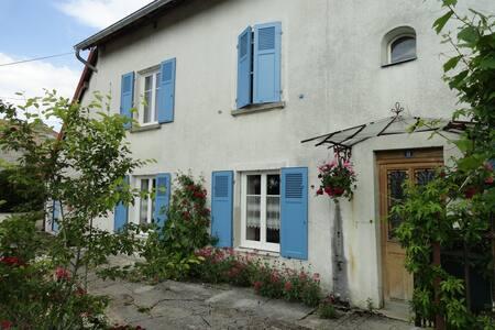 """Maison de campagne """"Les volets bleus"""""""