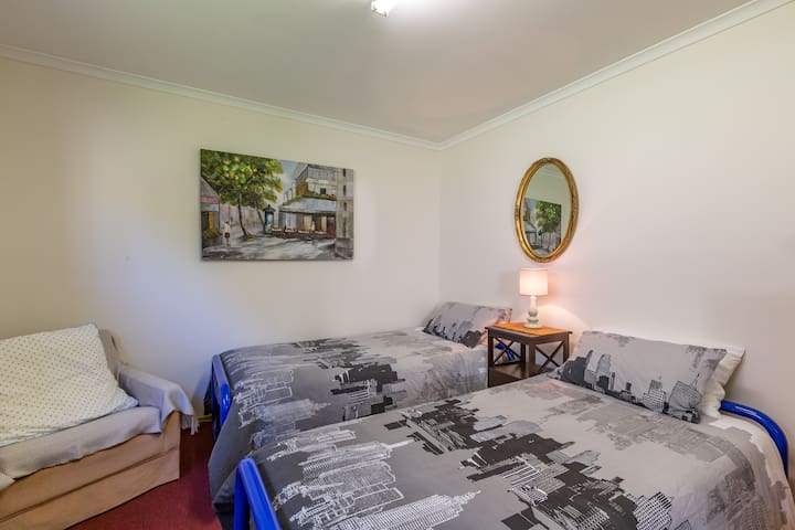 Budget room in great location - Blackmans Bay - Apartment