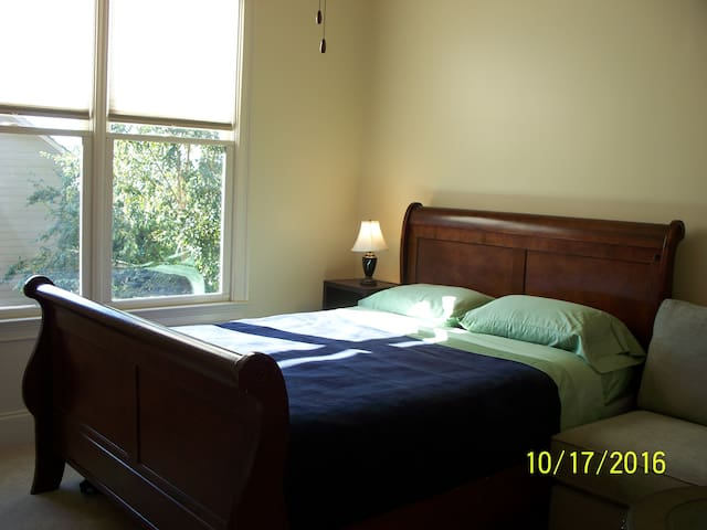 Sunny, Cozy, Private bedroom with bathroom - Buford - House