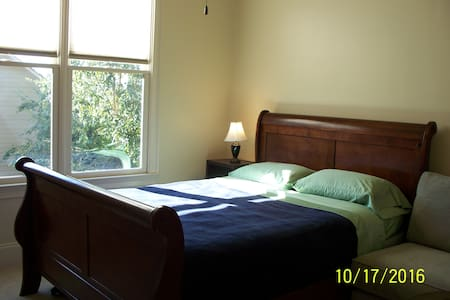 Sunny, Cozy, Private bedroom with bathroom - Buford