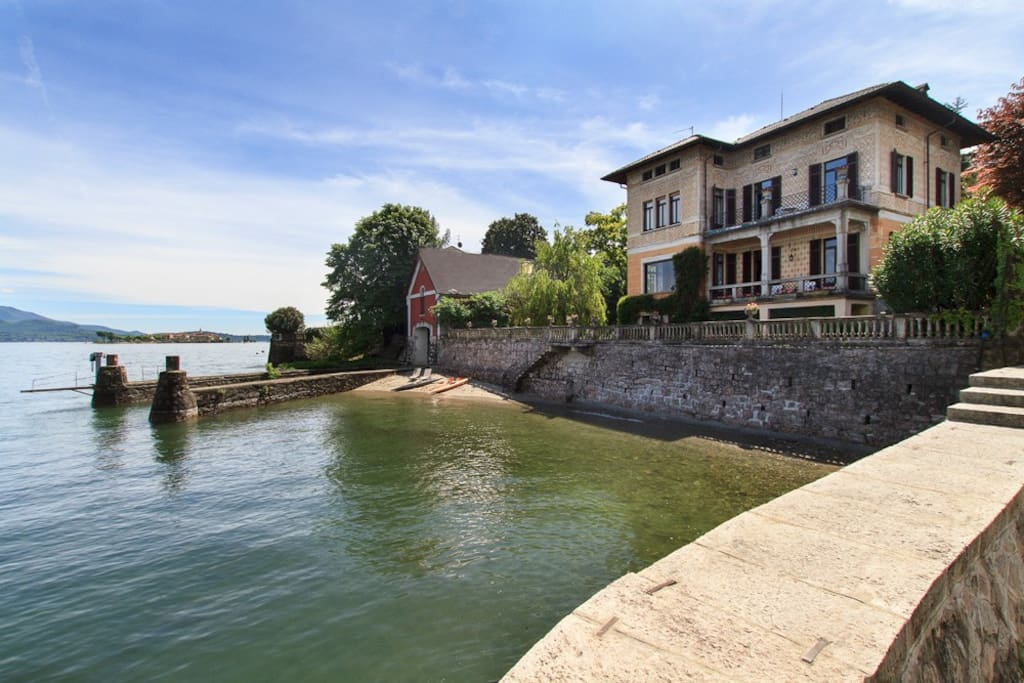 Lakefront vacation villa in walking distance of the village center of Baveno Lake Maggiore
