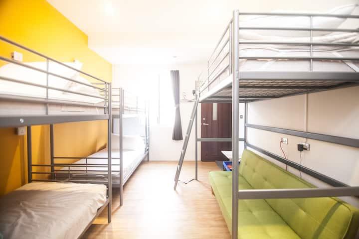 {mydeer bpkr.}4 beds female dorm  with bathroom