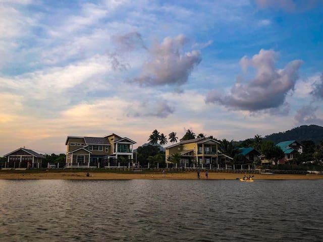 Paka Boat House II