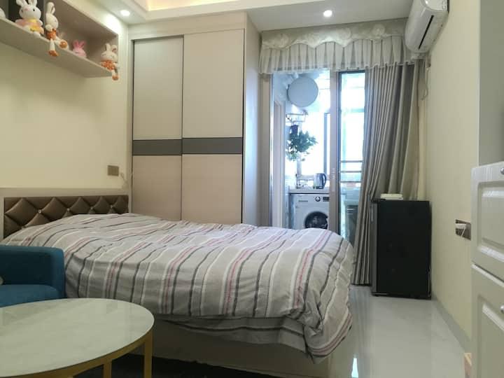 【恋爱约吧】火车东站附近简约风格江景情侣两人世界大床房