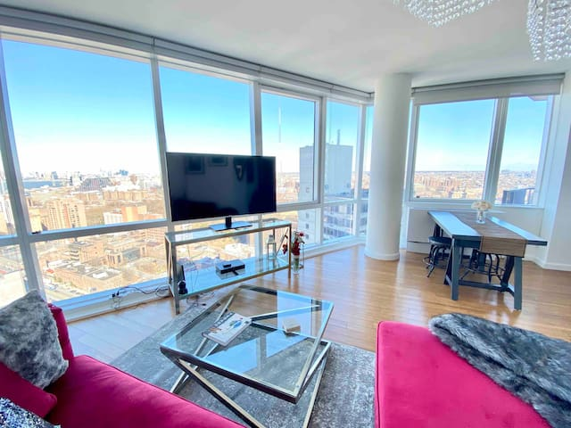 NEW Luxury 1BR, Floor to ceiling windows, balcony