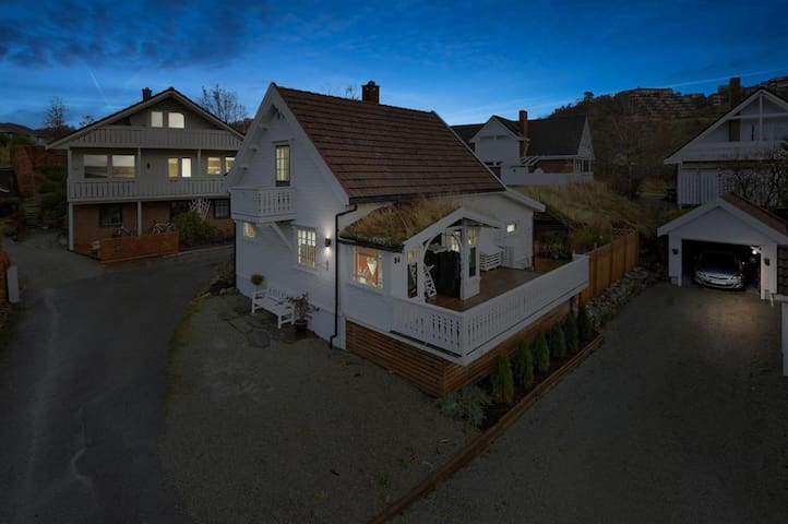 Cozy top floor in traditional Norwegian farmhouse - Sandnes - Huis