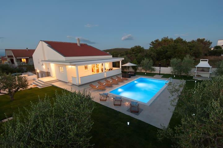 Luxury villa Karla Debeljak-Sukosan