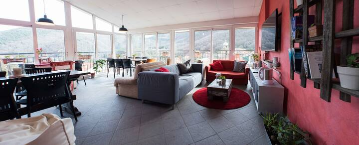 Bed in a female dormitory 2km to Cinque Terre