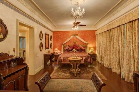 Luxury getaway suite in Mahabaleshwar for couples