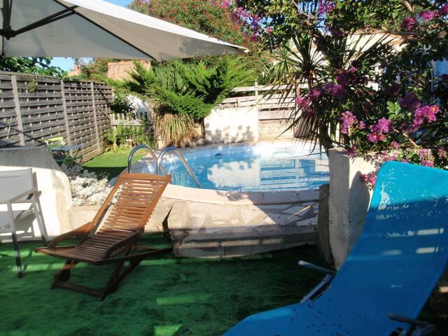 petit CHALET en CAMARGUE,jardin,PISCINE 350€