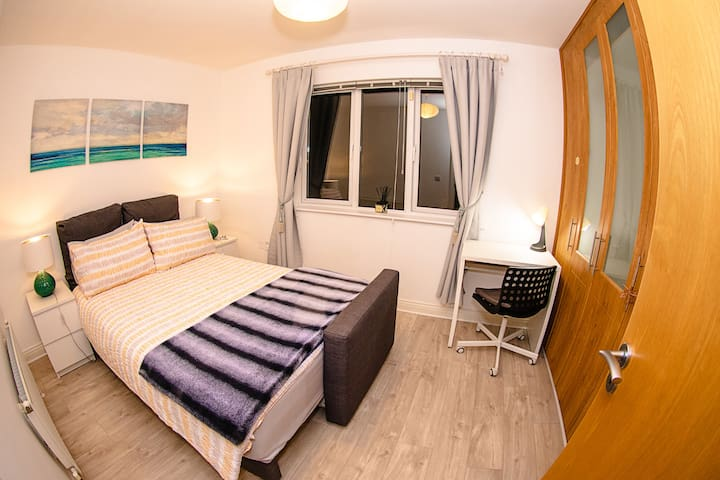 Lovely and bright double bedroom, private bathroom